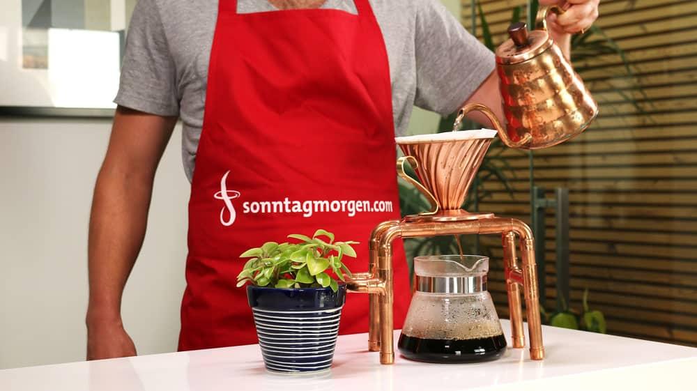 Kaffeezubereitung von Hand mit Siebträger