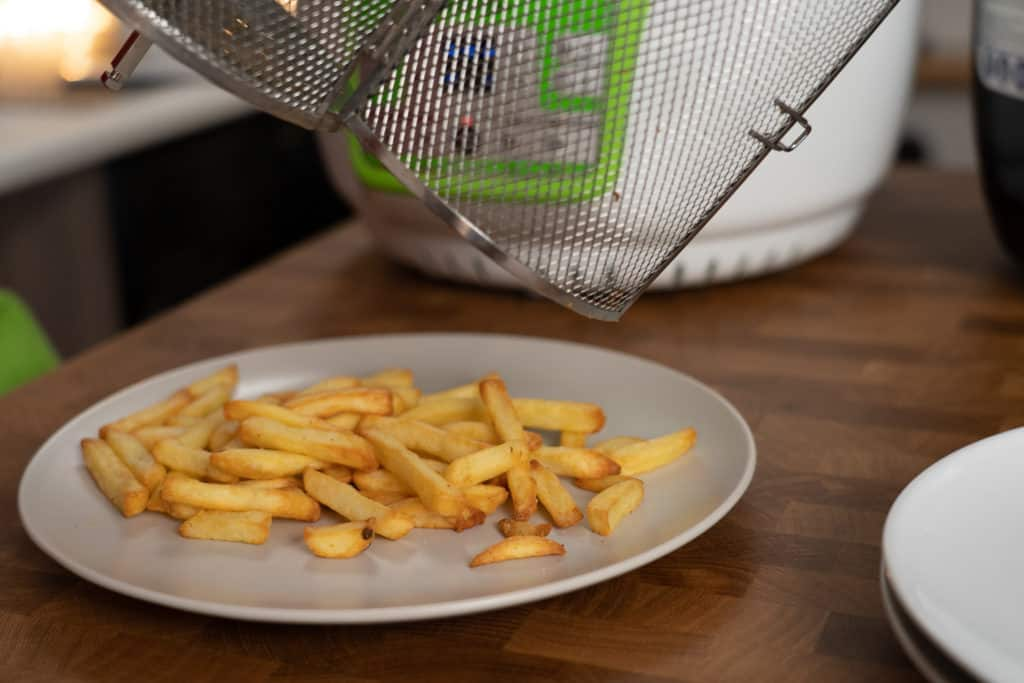 Klarstein VitAir Turbo - Fertige Pommes auf Teller