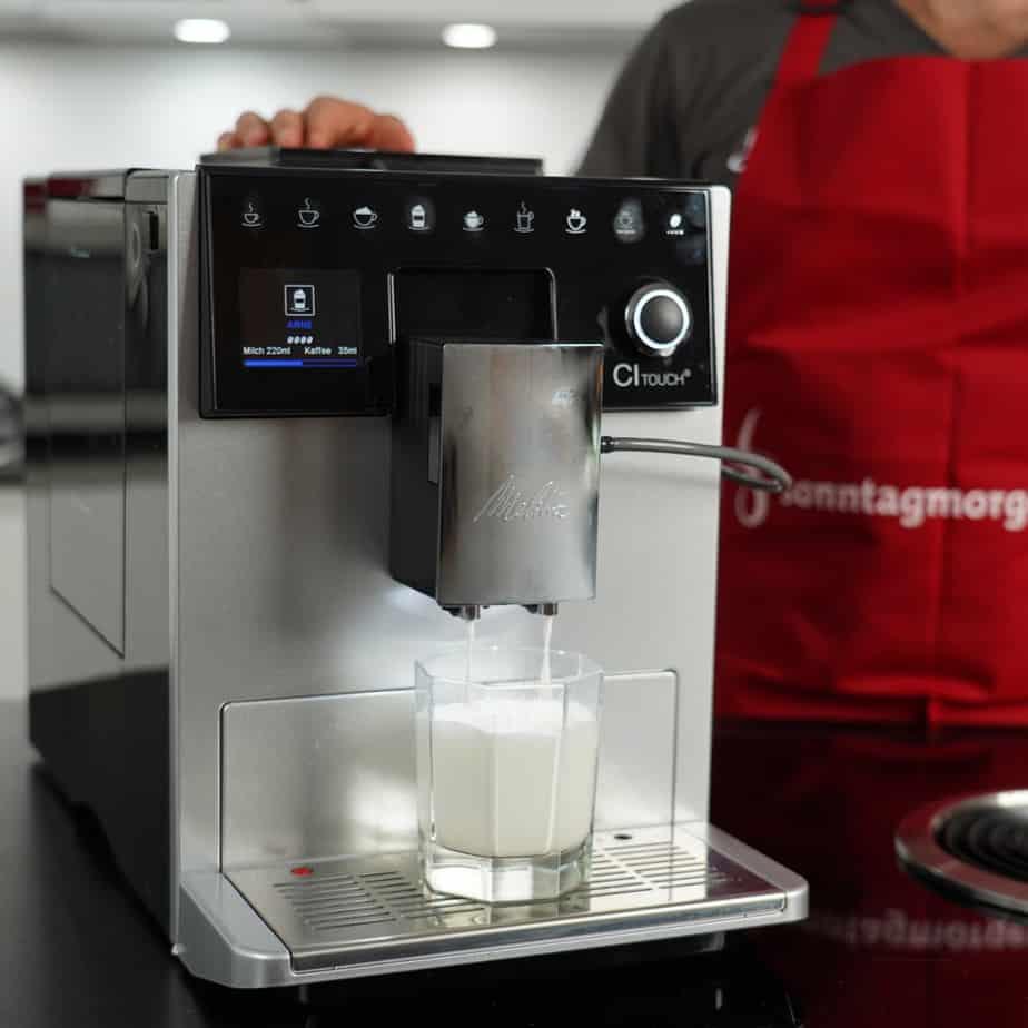 Melitta CI Touch - heiße Milch aufschäumen