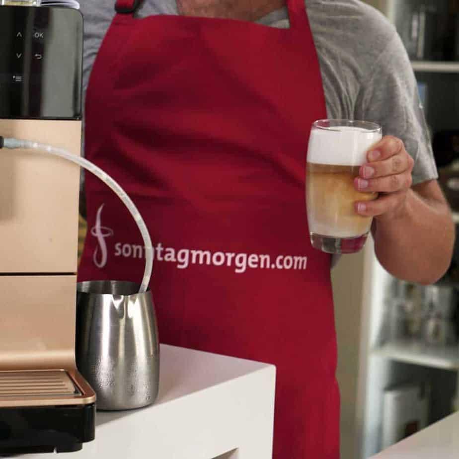 Miele CM 5500 - fertig zubereiteter Latte Macchiato im Glas