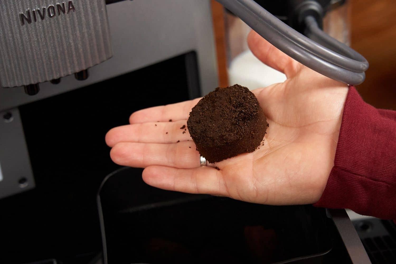 Nivona NICR CafeRomantica 1040 Kaffeevollautomat Kaffeepuck