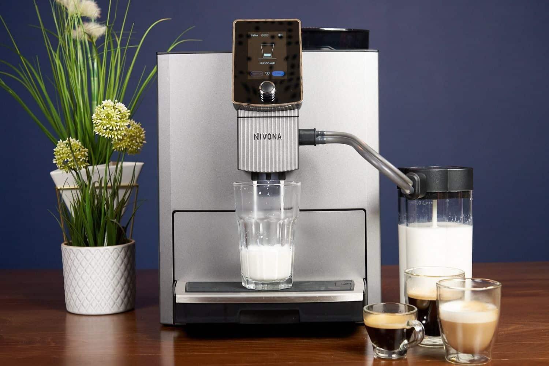Nivona NICR CafeRomantica 1040 Kaffeevollautomat Milchschaum Beziehen