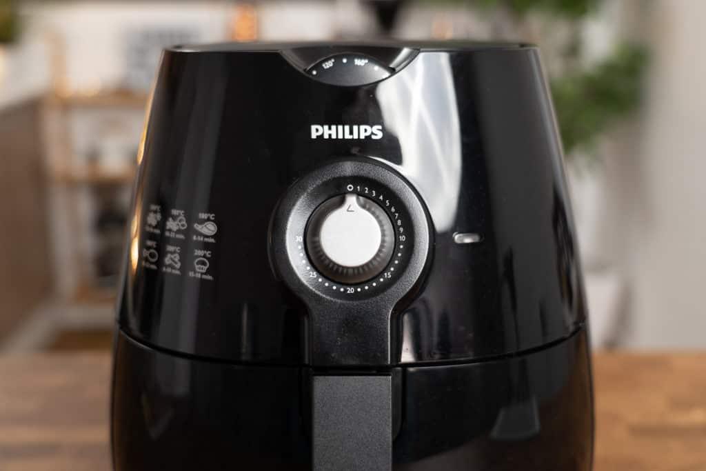 Obere Vorderseite des Philips Airfryer HD9220/20 mit Blick auf die Timer- und Temperatureinstellungsräder