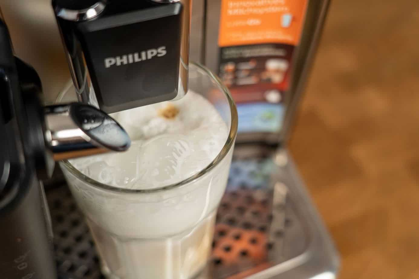 Philips EP5447 90 LatteGo Kaffeevollautomat Milchsystem