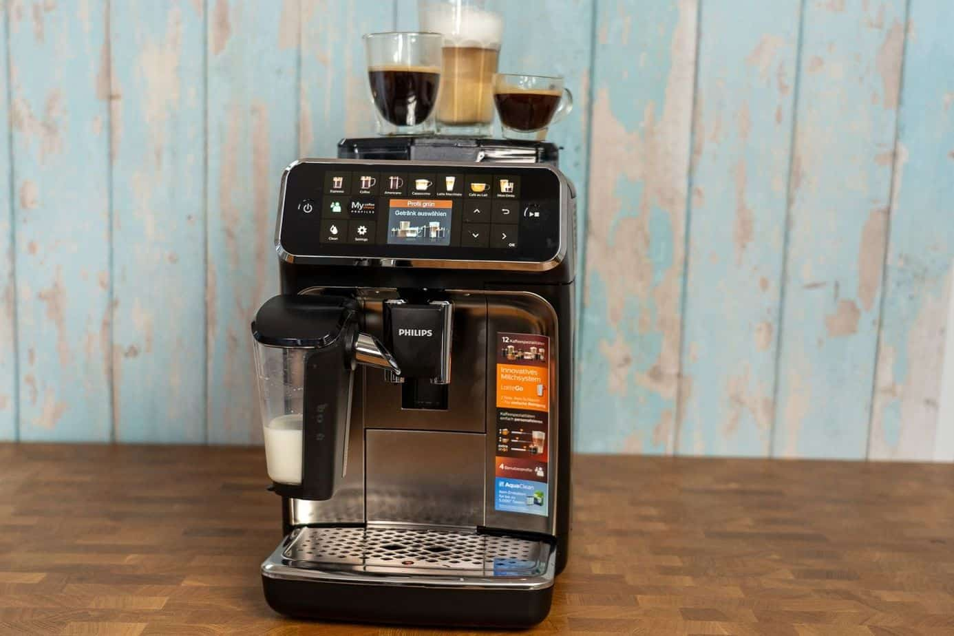 Philips EP5447 90 LatteGo Kaffeevollautomat mit Getraenke