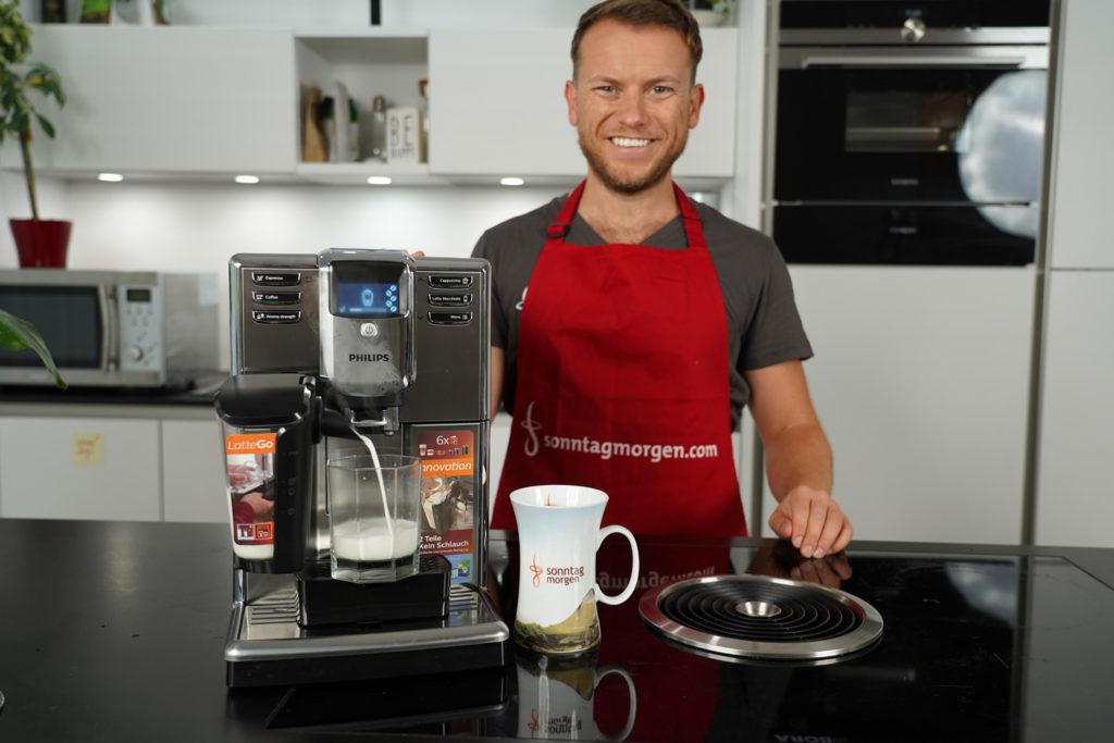 Arne von Sonntagmorgen präsentiert den Philips LatteGo Kaffeevollautomaten