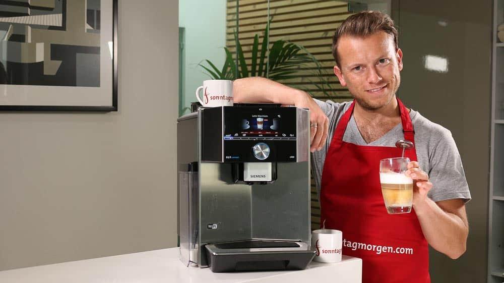 Siemens EQ.9 s500 KVA - Übersicht und mit zubereitetem Latte Macchiato